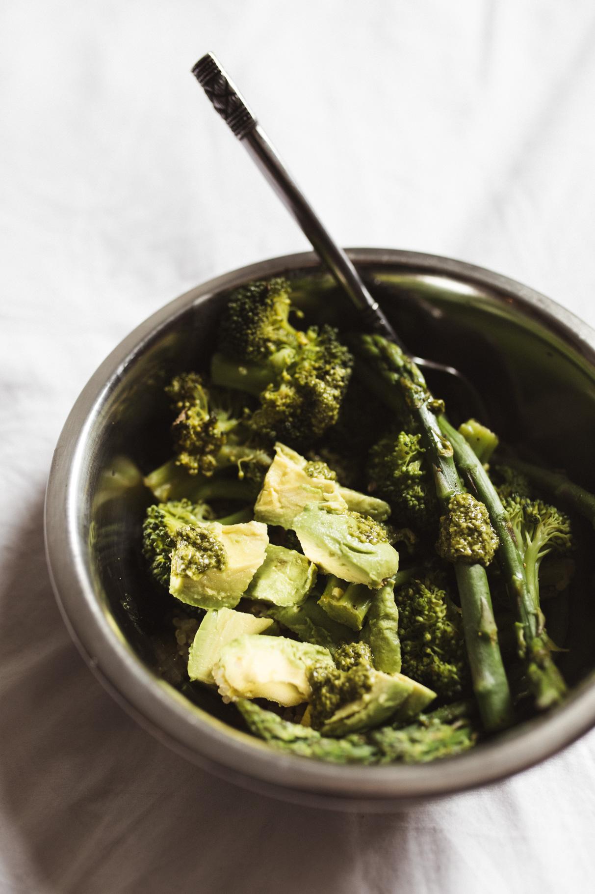 vegan, spargel, quinoa, avocado, brokkoli, rezept, gluten frei, free, annalaurakummer, lunch bowl